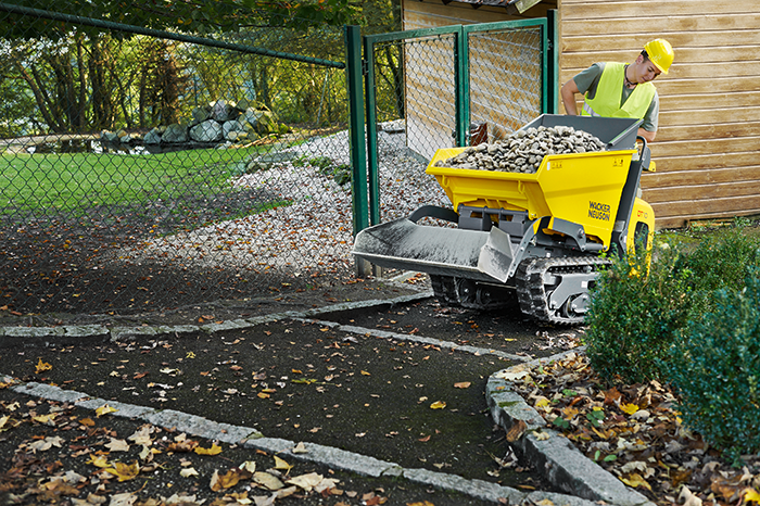 Wacker Neuson track dumper DT10 in action