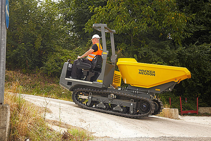 Wacker Neuson track dumper DT25 in action