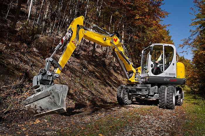 EW100 flexible and agile even under difficult access conditions