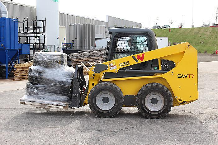 SW17 radial lift skid steer loader with Pallet Forks