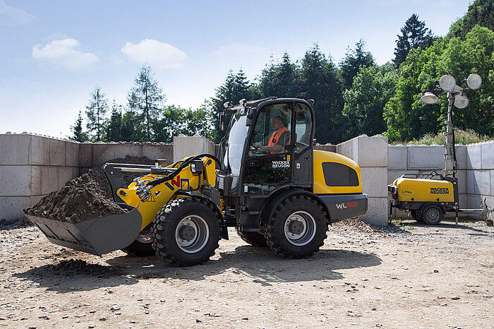 WL52 with digging bucket application 2